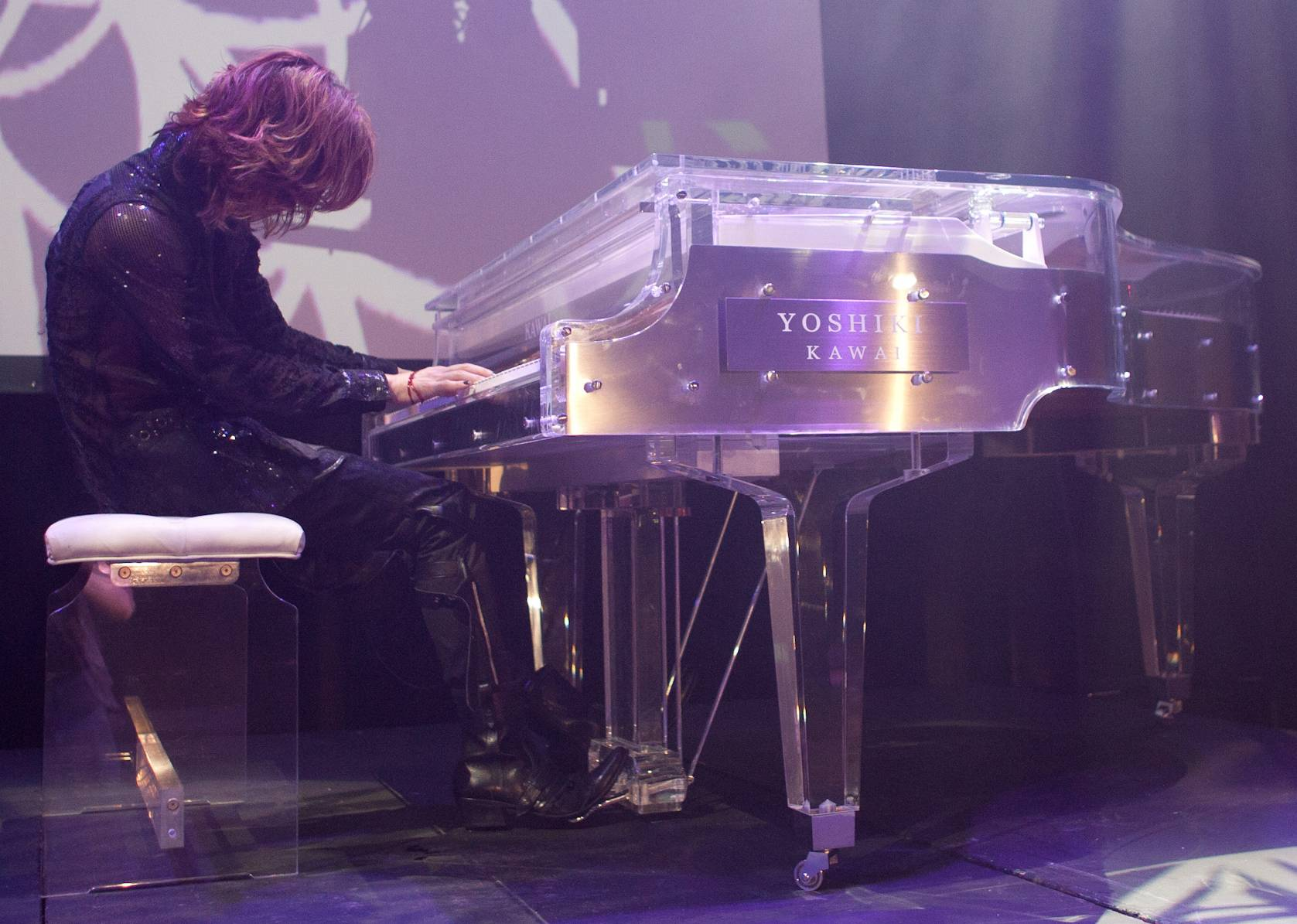 YOSHIKI's crystal piano fetches price of 11 million yen